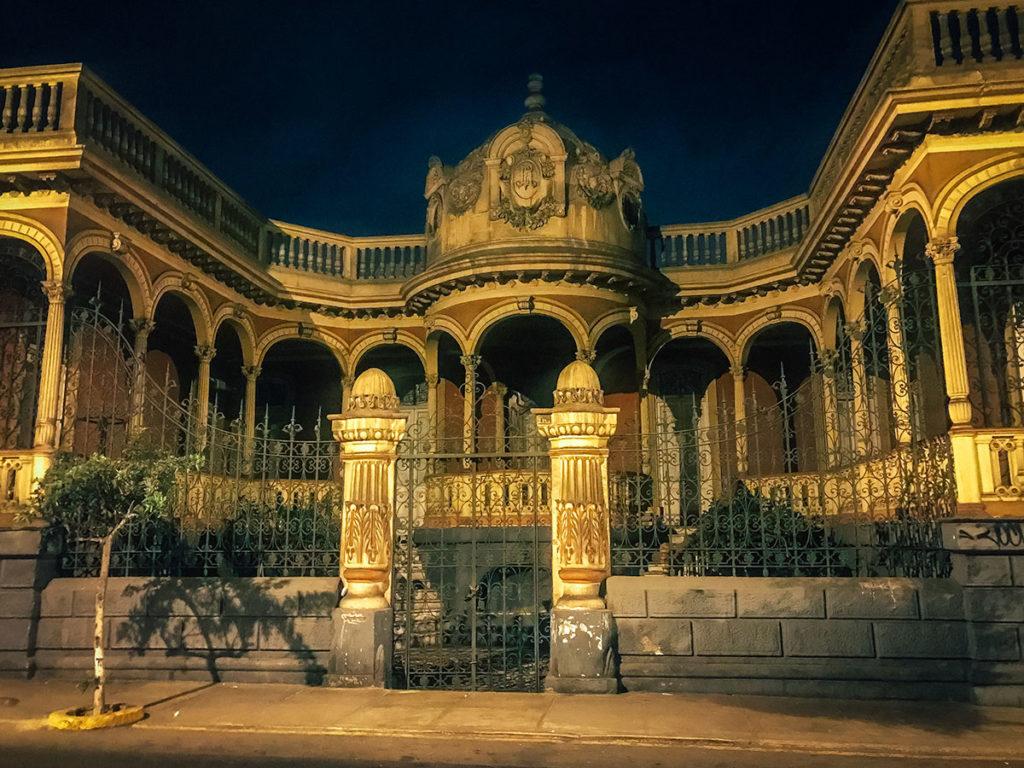 Abandoned mansion - Peru