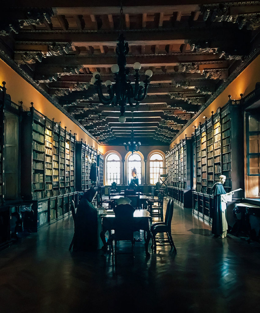 Domingo Courtyard library - Peru