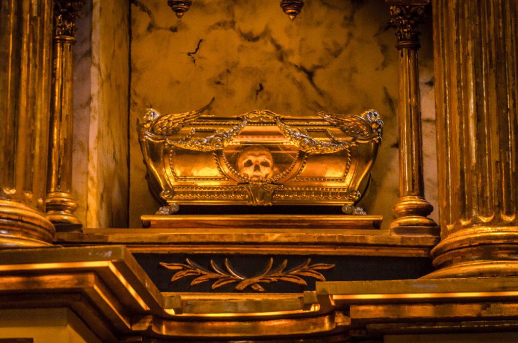 Encased skull in an altar - Peru