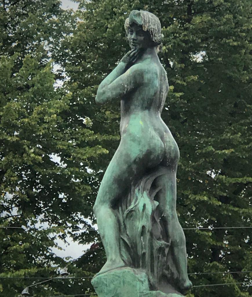 Favorite by the Sea statue - Kauppatori Square