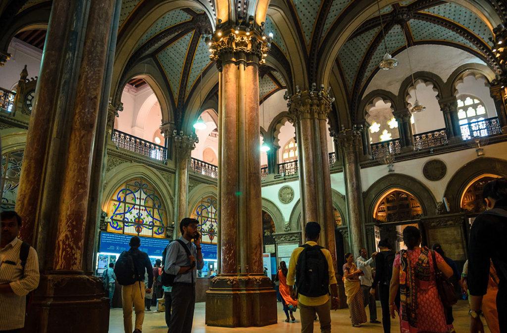 People at the train station ticket hall - Mumbai
